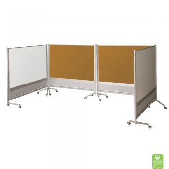 A Projection Whiteboard And Tackboard Room Divider is played in a square space.